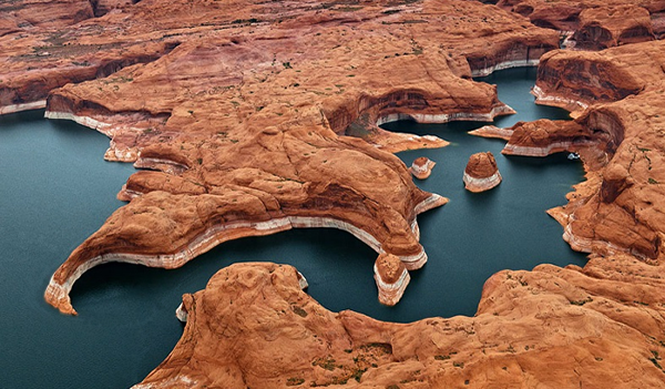 Lake Powell on The Colorado River - Twinfinn